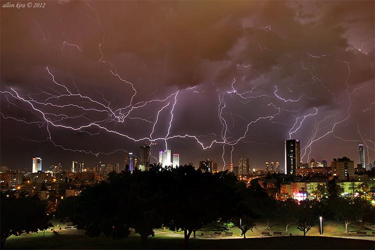 צילום ברקים אלון קירה